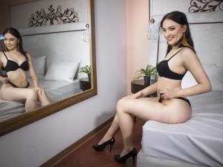 Webcam model JaneHale from XLoveCam