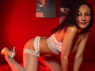 Webcam model ErikaWett from XLoveCam