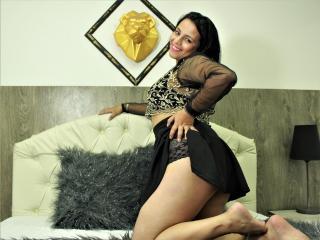 Webcam model CarolineBrowns from XLoveCam