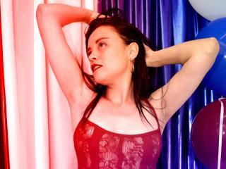 Webcam model AliisonEvanss from XLoveCam