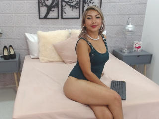 Webcam model VictoriaRouze from XLoveCam