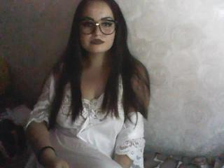 Webcam model RiseClaire from XLoveCam