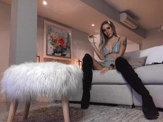 Webcam model SharonNess from XLoveCam