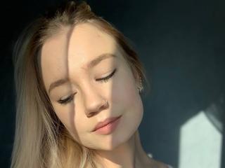 Webcam model DollyAllice from XLoveCam