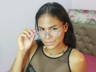 Webcam model ShanelleJones from XLoveCam