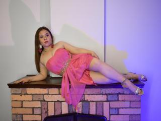 Webcam model KatieWoolf from XLoveCam